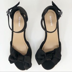 OLD NAVY BOW WEDGE 8